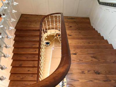 Escalera de pino tea acabado satinado - Miguel Rodriguez