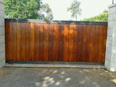 Lijado y barnizado de puertas de madera en exteriores - Miguel Rodriguez